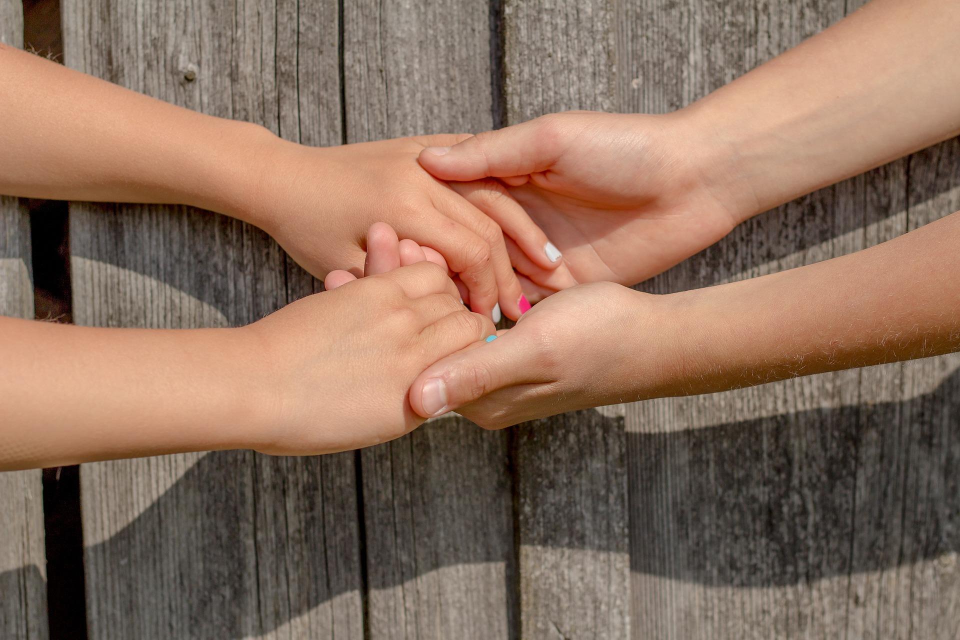 hands-2847510_1920